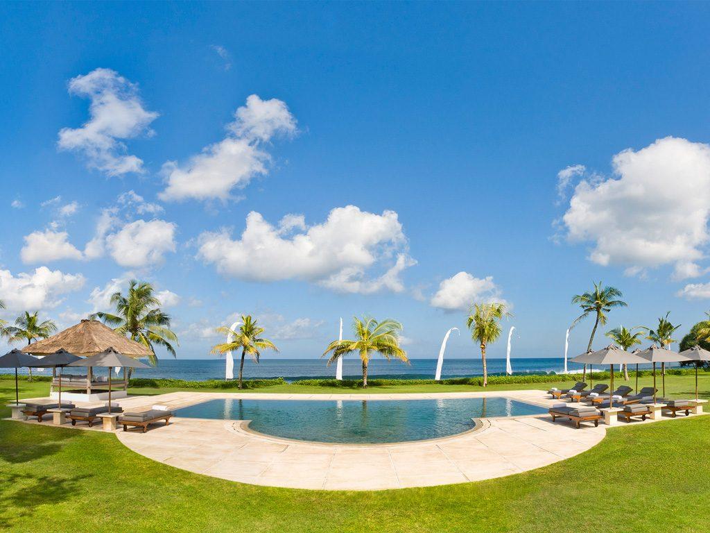 1. Atas Ombak Pool and the sea