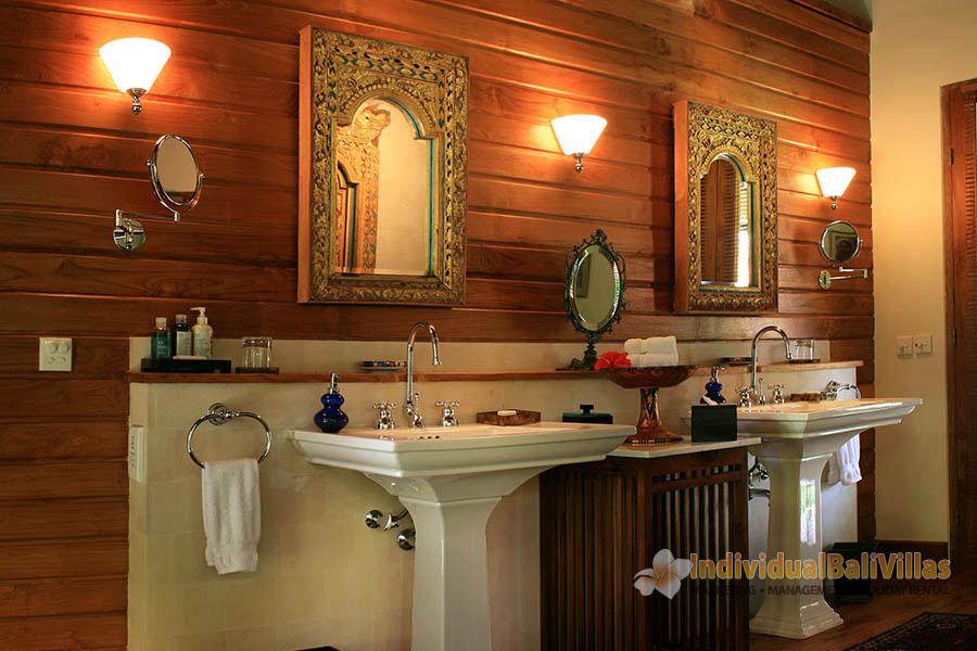 Des-Indes-I-Bathroom-at-Pavilion-2