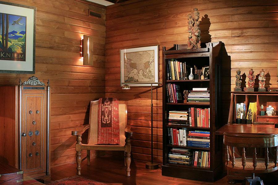 Des-Indes-I-Den-Library-at-Pavilion-1_1