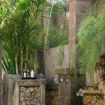 Des-Indes-I-Outdoor-shower-at-Pavilion-2-
