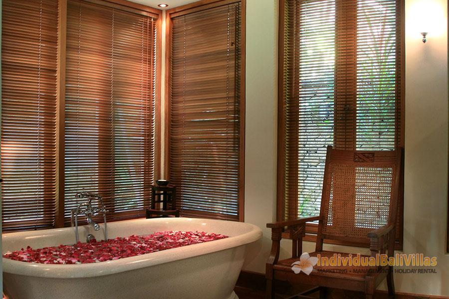 Des-Indes-I-Pavilion-1-bathtub