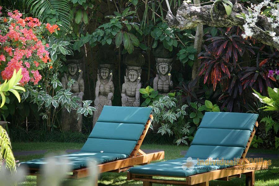 Des-Indes-I-Pool-deck