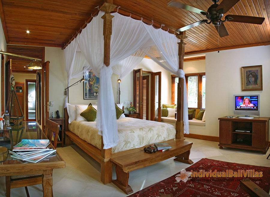 Des-Indes-I-Spacious-bedroom-at-Pavillion-3