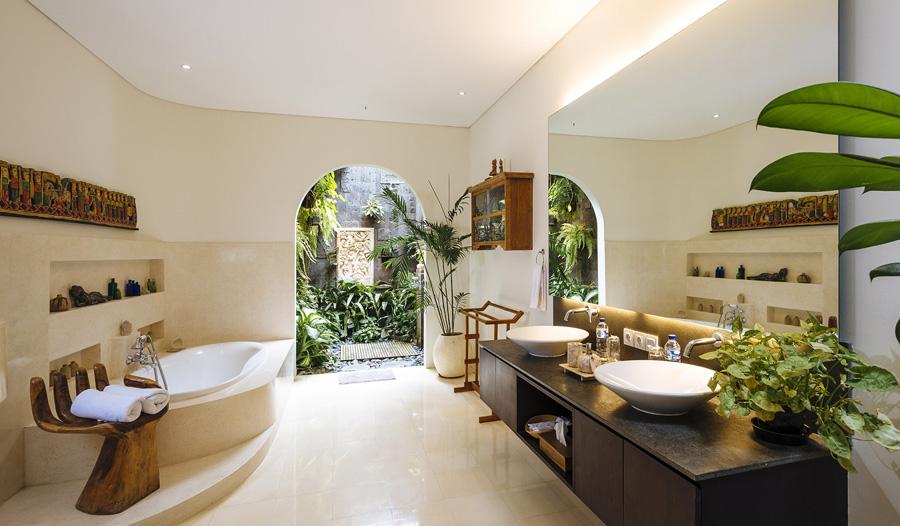 Villa-Baganding-Master-bathroom