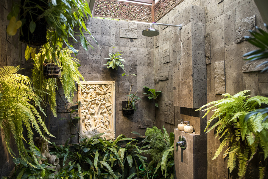 Villa-Baganding-Tropical-outdoor-shower