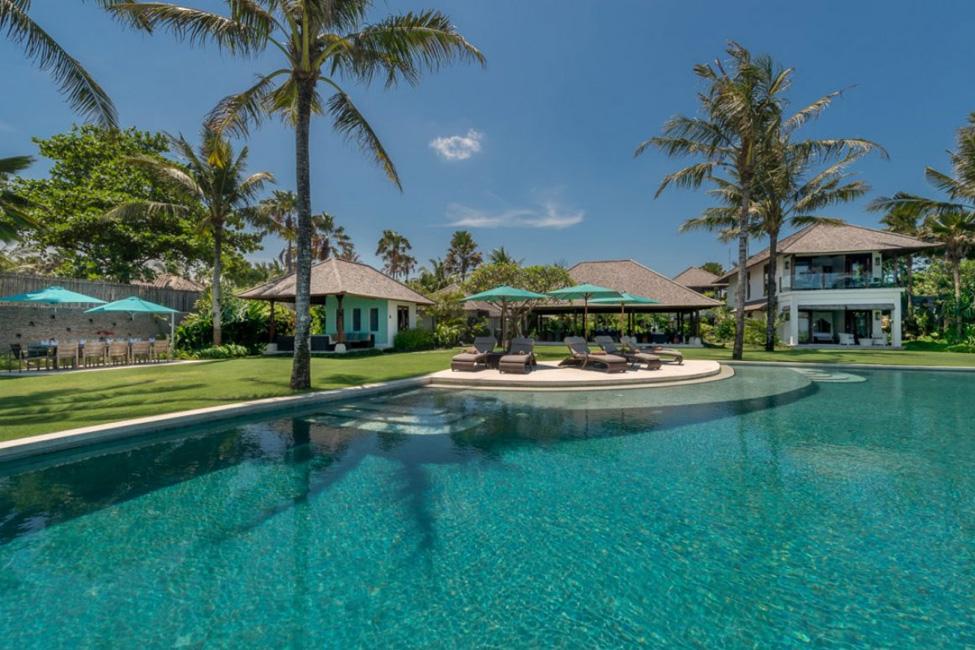 Villa Jagaditha Beachfront (1)