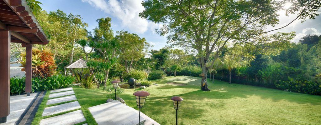 kalibali_gallery_41_lower_front_garden_with_miniature_golf_course