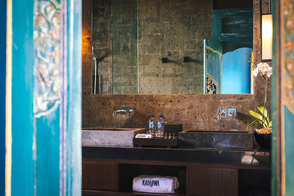 Villa Kayajiwa Guest bathroom two double sinks vanity (1)