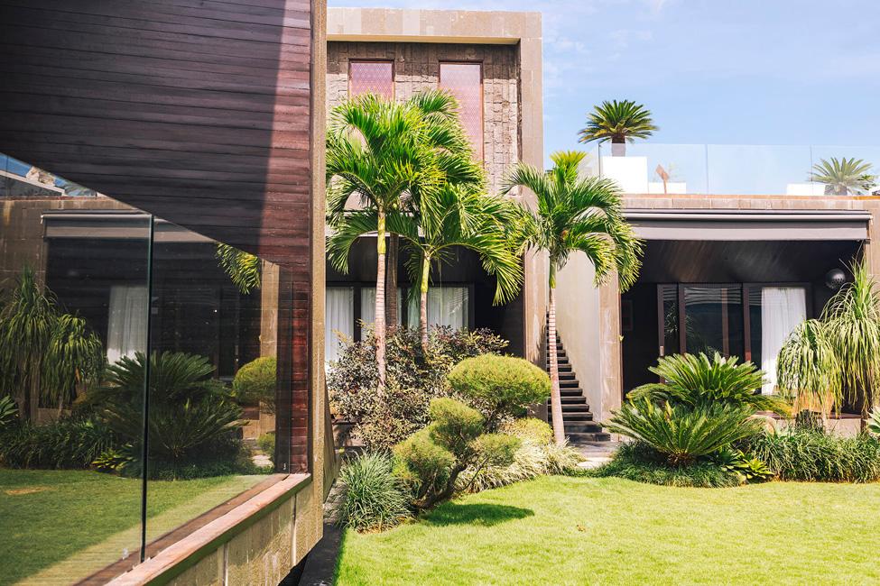 Villa Kayajiwa The villa garden