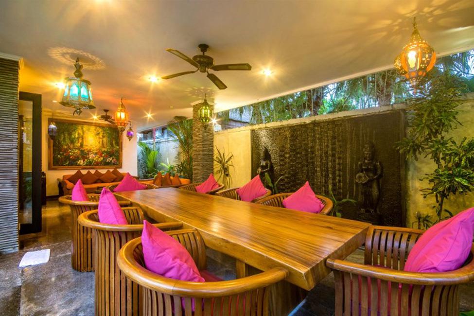 Villa Mahkota Seminyak Bali (9)