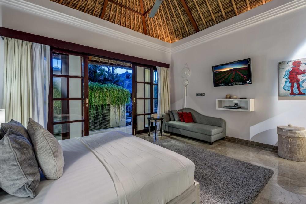 villa-nilaya-the-residence-seminyak-bedroom-4
