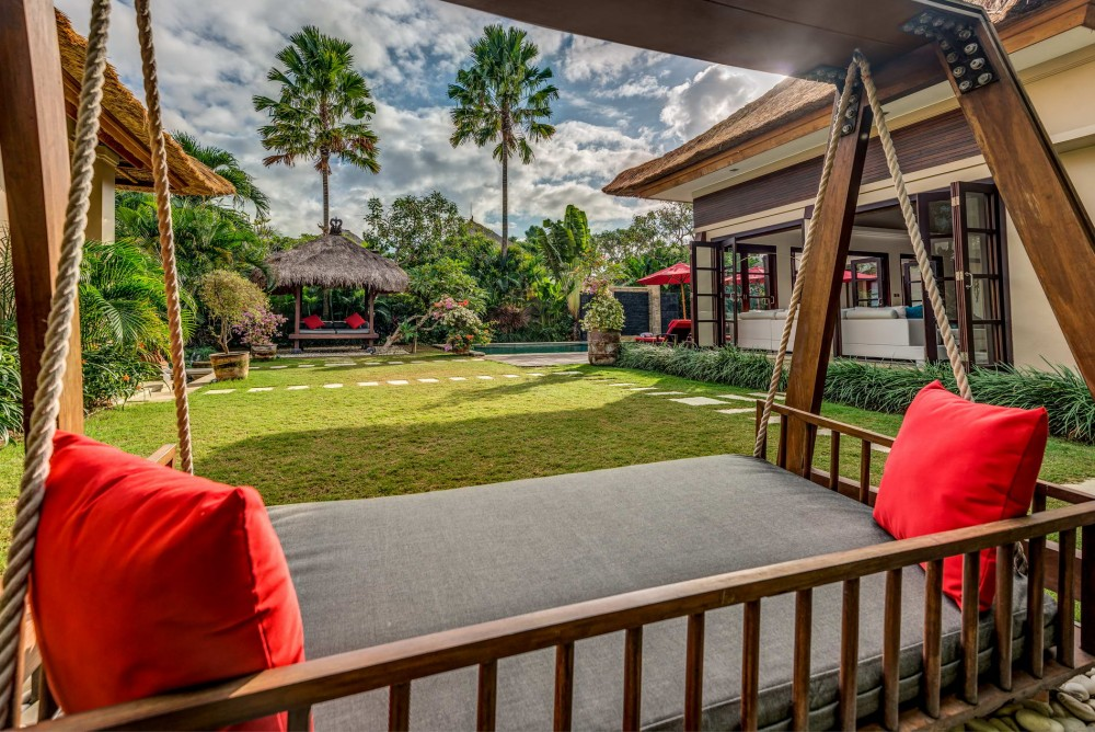 villa-nilaya-the-residence-seminyak-exterior2