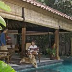 14. Villa Oost Indies Relaxing by the pool