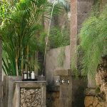 Des-Indes-I-Outdoor-shower-at-Pavilion-2-_1
