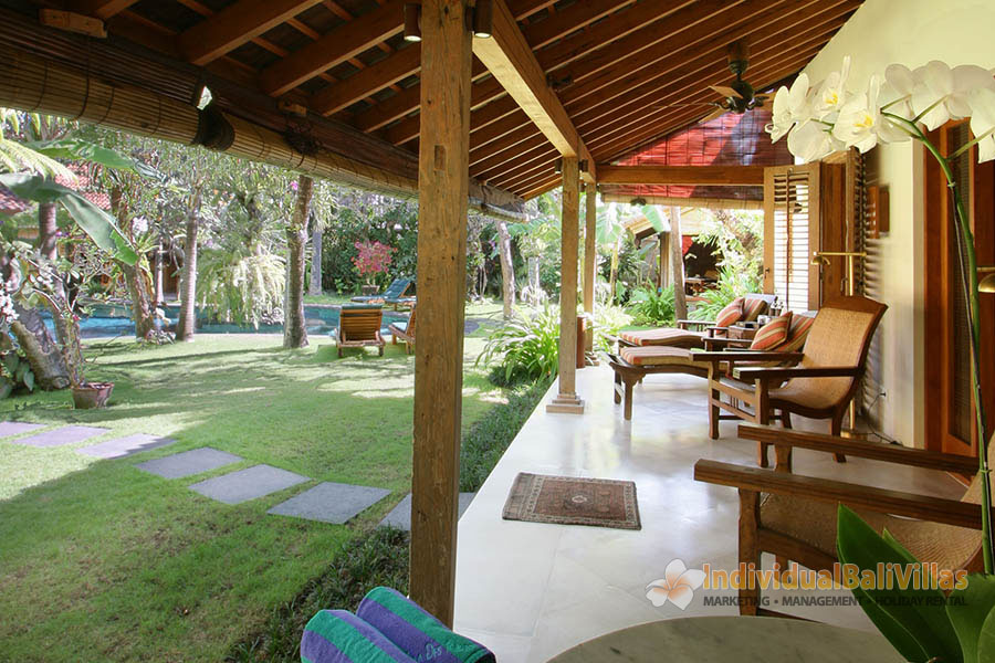 Des-Indes-I-Pavilion-2s-terrace-with-immaculate-garden-