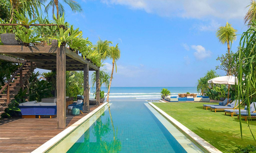 Noku Beach House Swimming pool with beach view