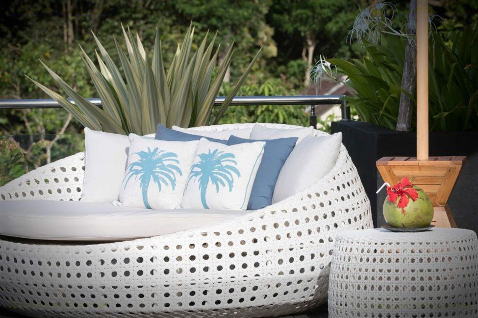 kalibali_gallery_45_outdoor_living_area_with_views