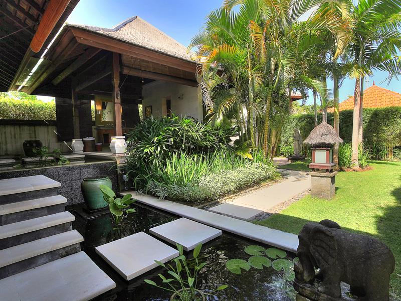 villa-indah-manis-bulan-madu-entrance
