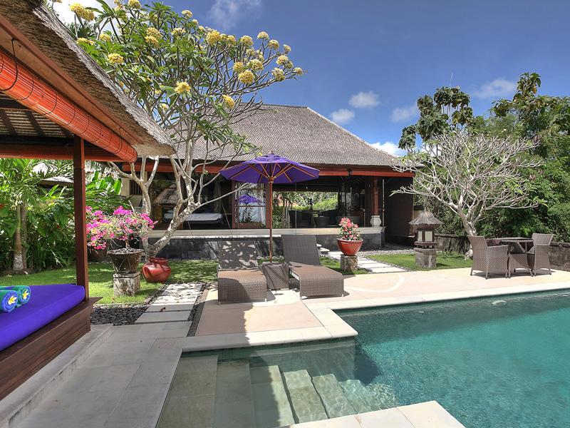 villa-indah-manis-bulan-madu-pool