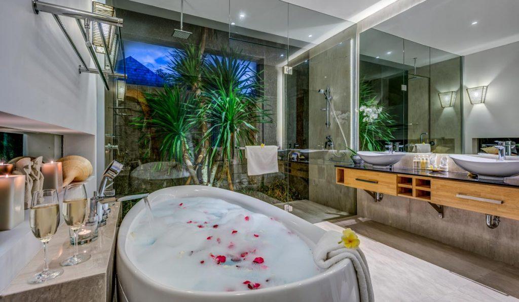 Villa-Aramanis-Indah-Master-bathroom