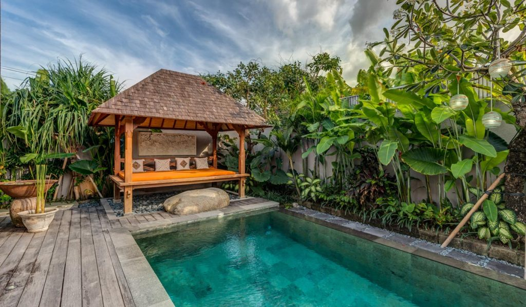 Villa-Aramanis-Indah-Pool-and-pool-bale
