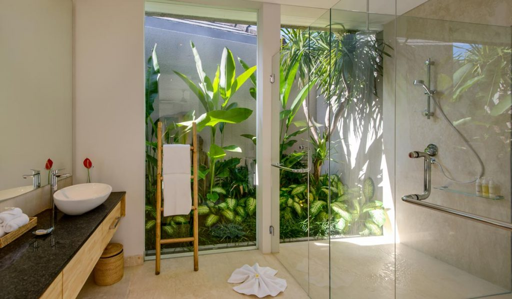 Villa-Aramanis-Manis-Guest-ensuite-bathroom