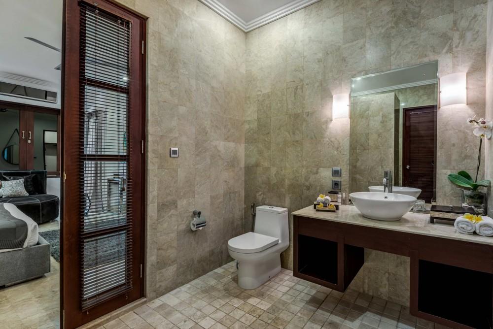 villa-nilaya-the-residence-seminyak-bathroom