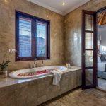 villa-nilaya-the-residence-seminyak-bathtub