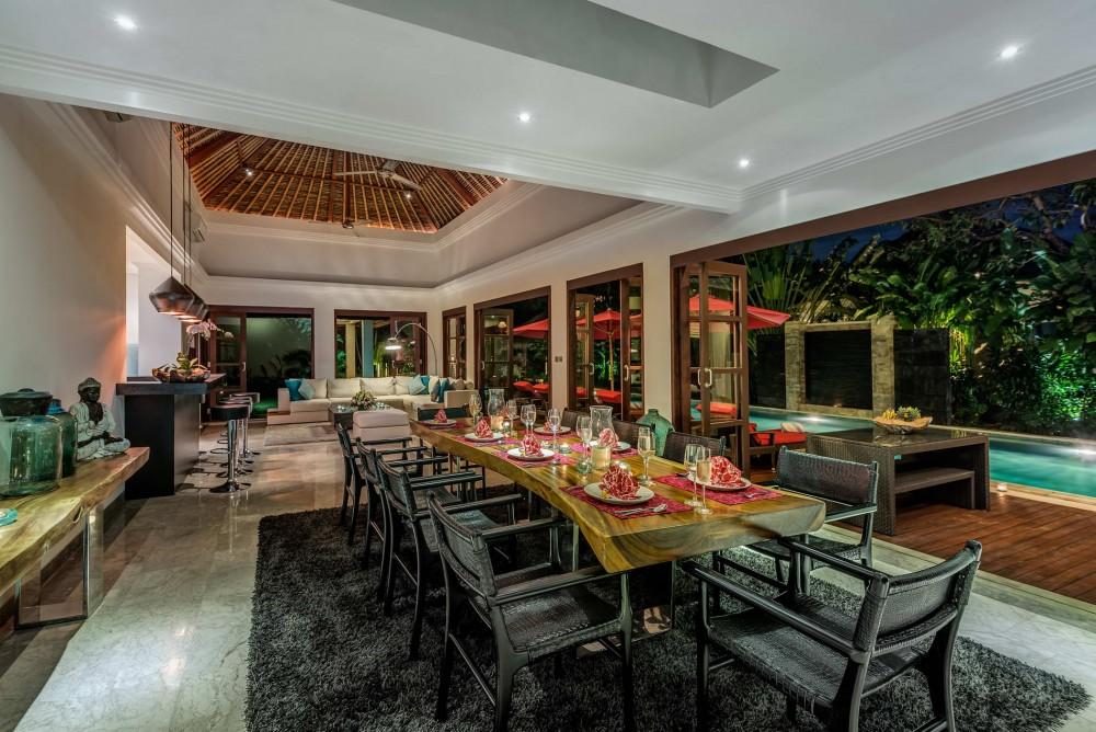 villa-nilaya-the-residence-seminyak-dining-table-at-night