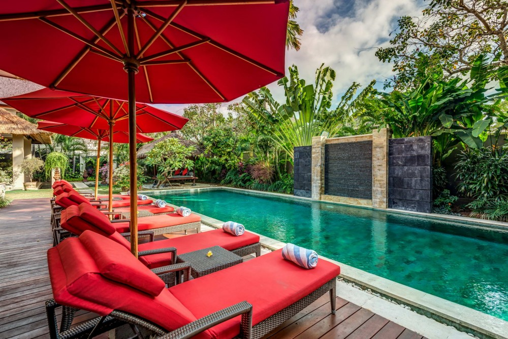 villa-nilaya-the-residence-seminyak-sun-loungers