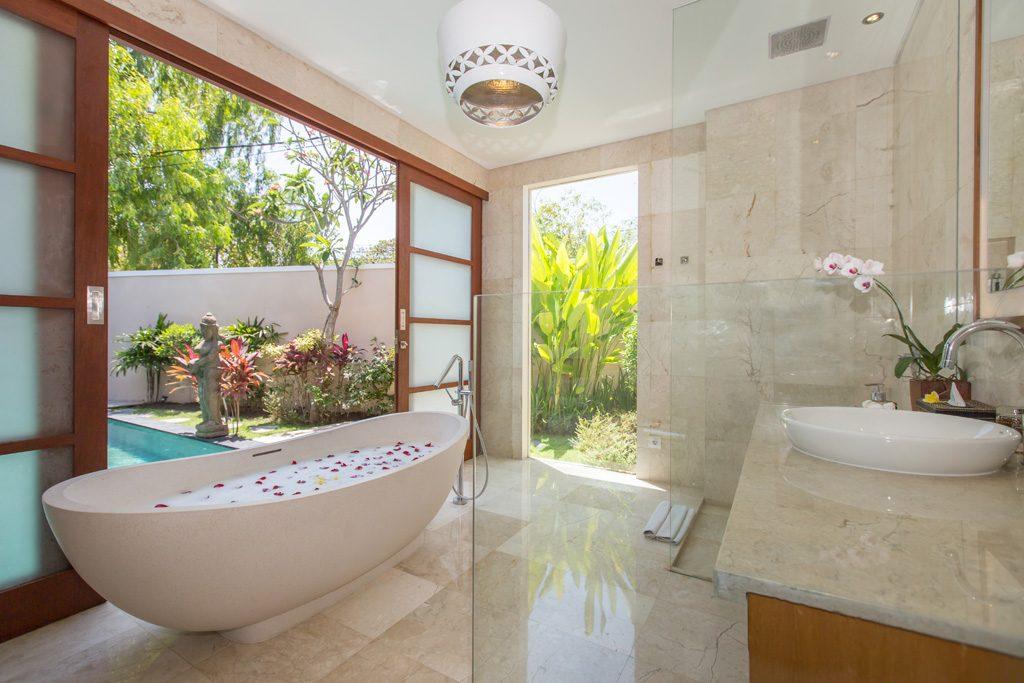 Bathroom 1 Br BBV (3)