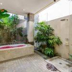 villa-menari-the-residence-seminyak-bathtub-view