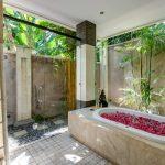 villa-menari-the-residence-seminyak-open-bathtub
