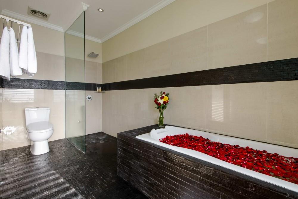 villa-michelina-bali-bathtub-1