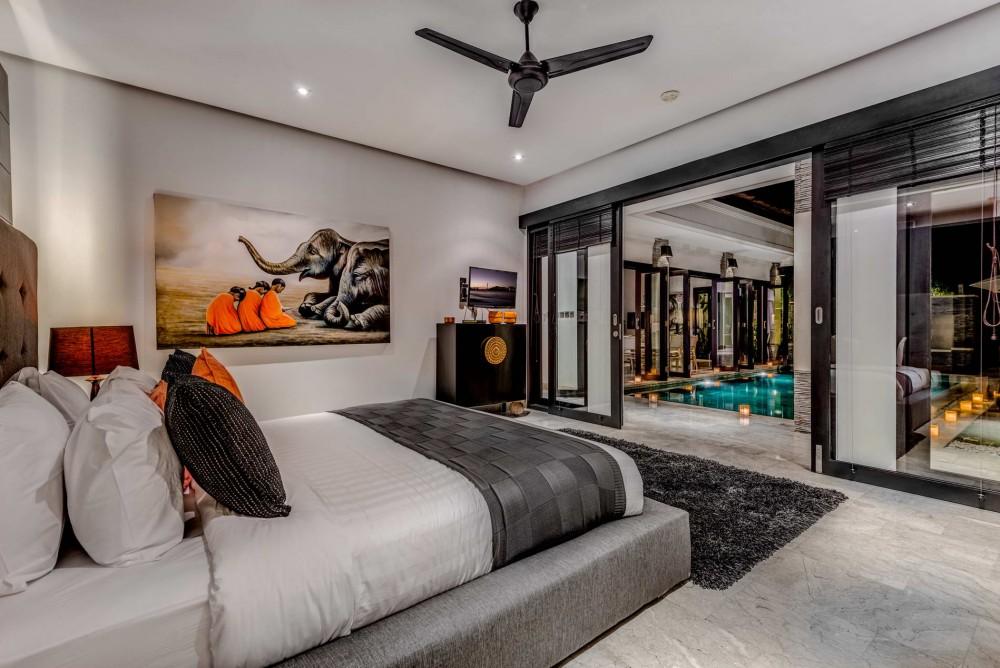 Villa-Jepun-The-Residence-Seminyak-Bedroom-Pool