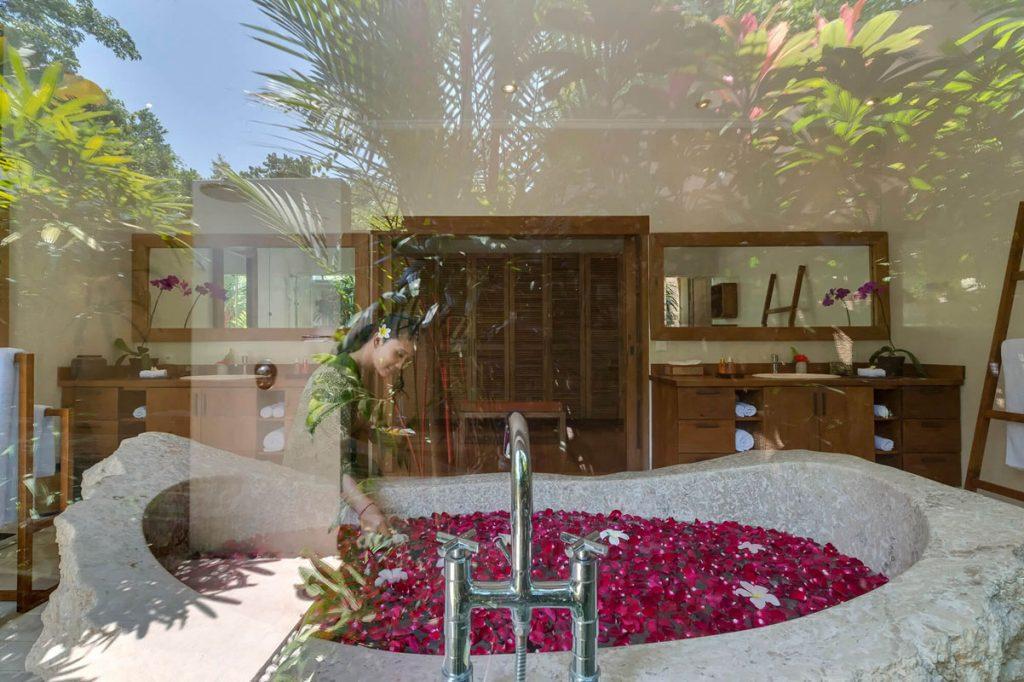 Villa Kavaya Ensuite master bathroom
