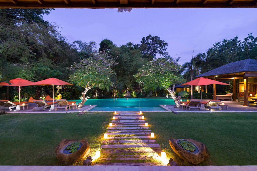 Villa Kavaya Stunning ambience at dusk