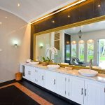Villa Puri Nirwana Double sink bathroom