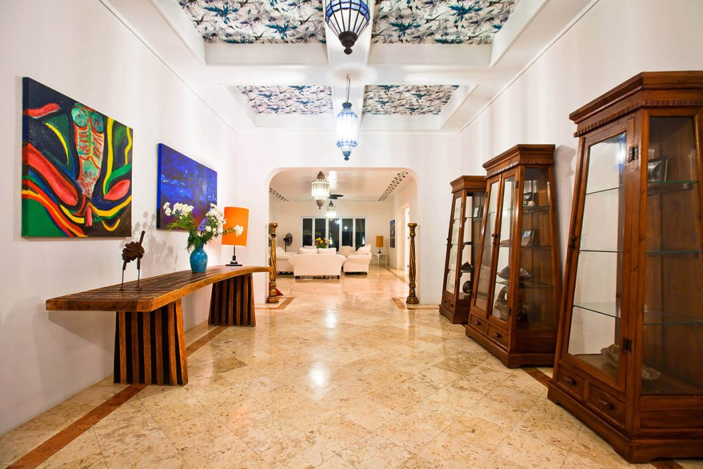 Villa Puri Nirwana Villa hallway