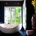 Villa Puri Nirwana ensuite bathtub