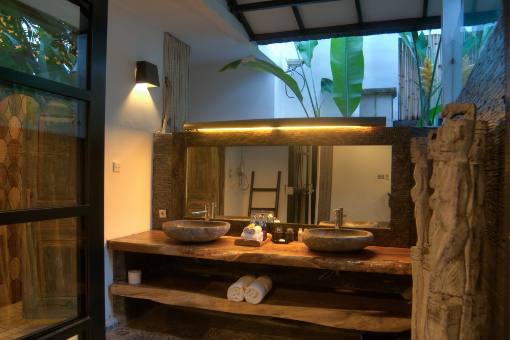 villa-senang-the-residence-seminyak-bathroom-2