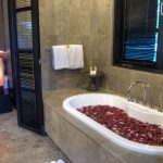 villa-senang-the-residence-seminyak-bathtub-1