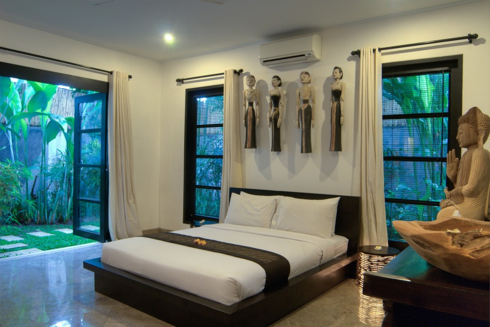 villa-senang-the-residence-seminyak-bedroom-2