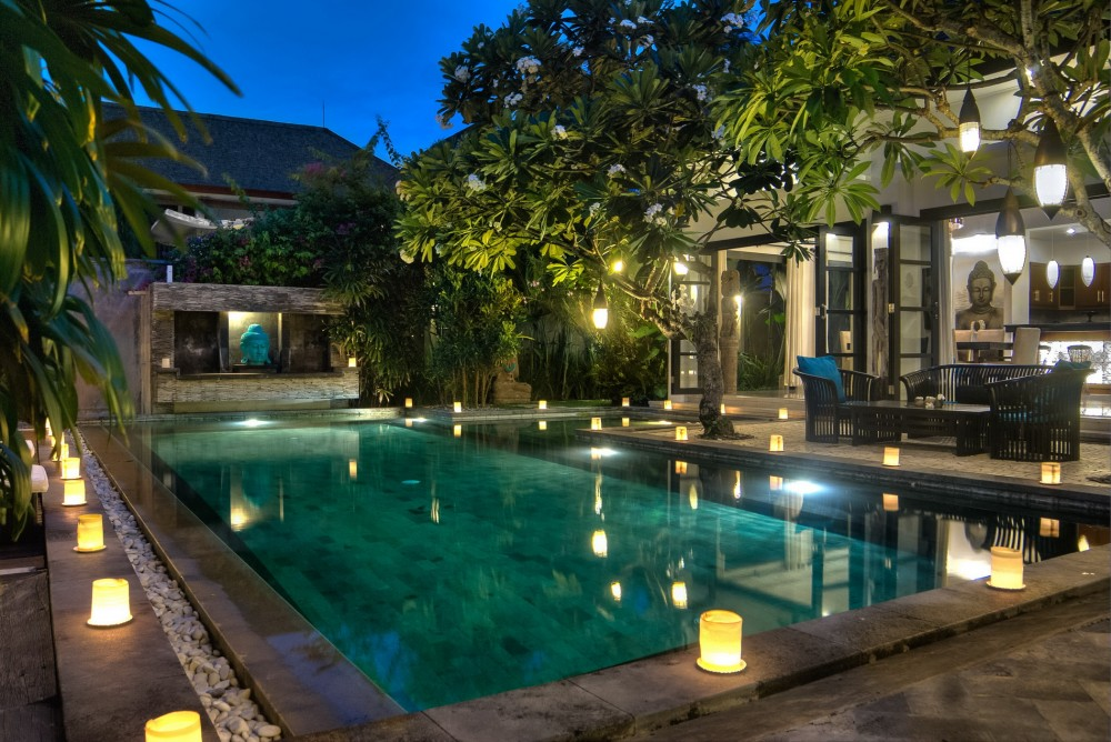 villa-senang-the-residence-seminyak-villa-by-night