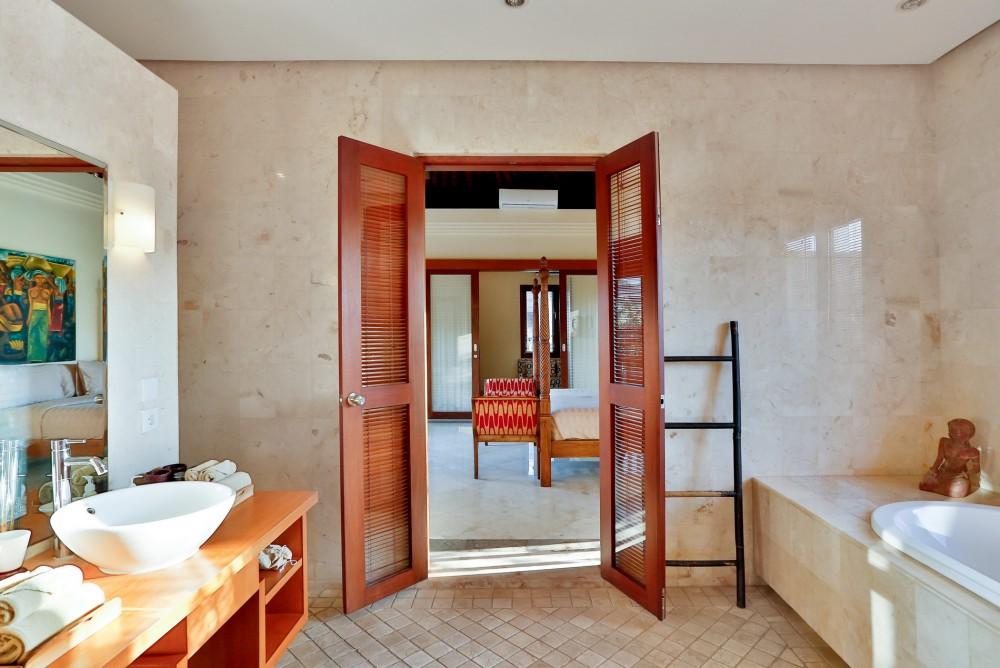 villa-shanti-the-residence-seminyak-bathroom-2