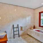 villa-shanti-the-residence-seminyak-bathtub-4