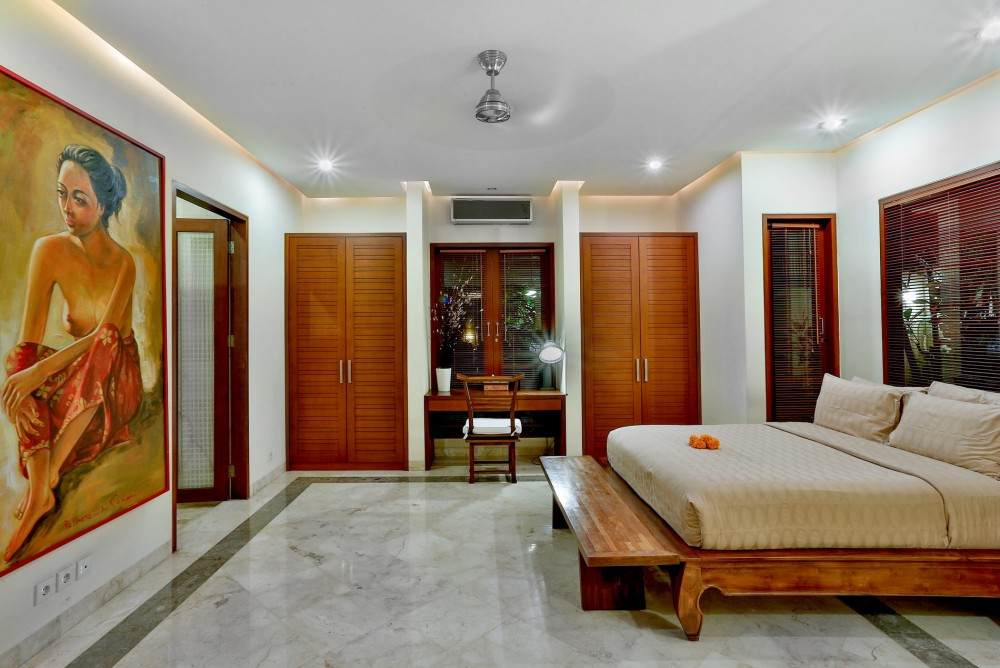 villa-shanti-the-residence-seminyak-bedroom-7