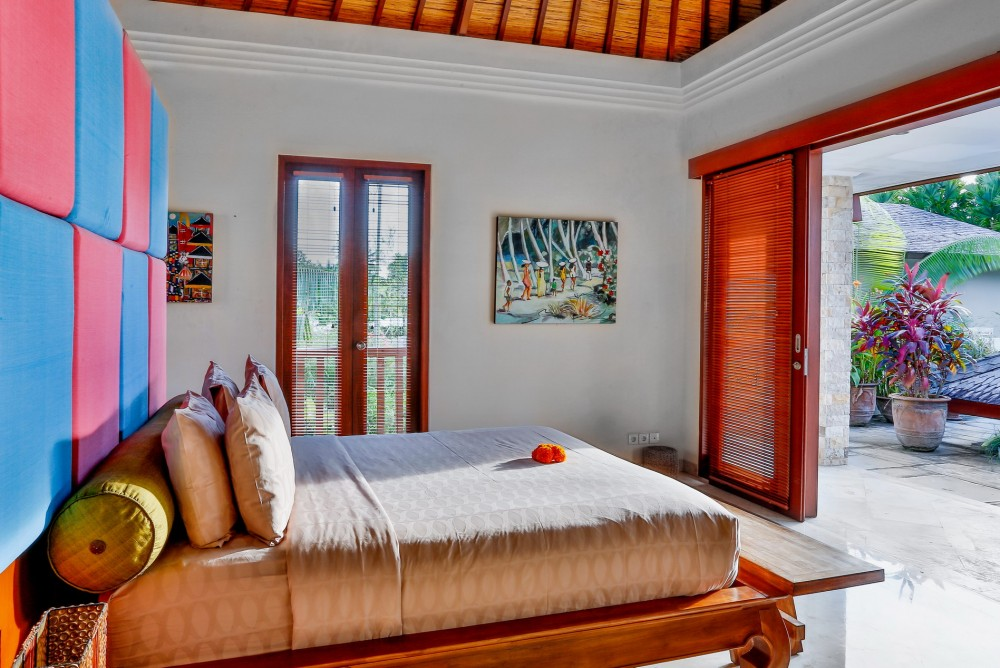 villa-shanti-the-residence-seminyak-bedroom-view-pool