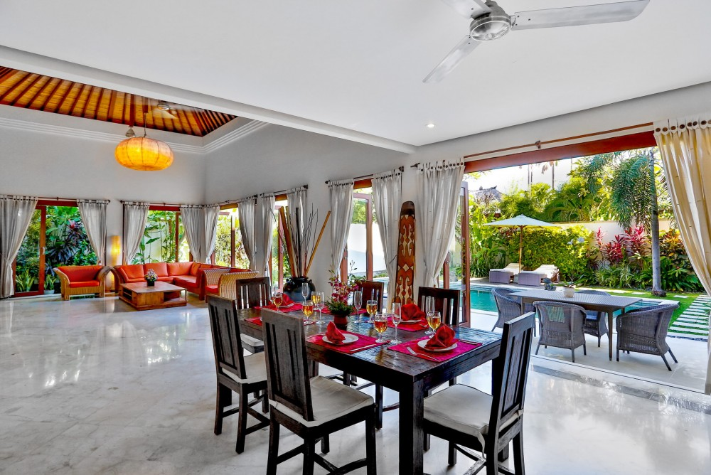 villa-shanti-the-residence-seminyak-dining-pool-view