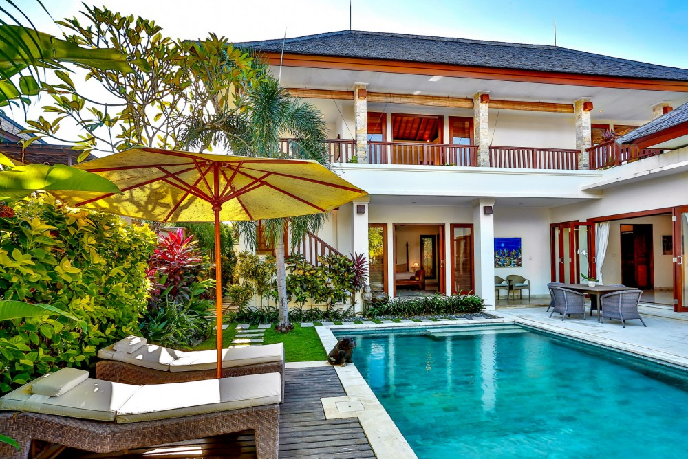 villa-shanti-the-residence-seminyak-pool-daylight